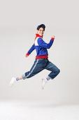 남성, 레트로스타일 (컨셉), 강렬한색채, 점프, 미소, 만족