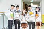 고등학생, 복도 (건물의부분), 교복, 미소, 책, 친구 (컨셉)