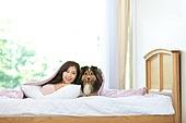 애완동물 (길든동물), 싱글라이프 (주제), 여성, 독신여성 (독신), 셔틀랜드쉽독 (콜리), 침실