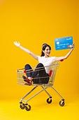 레트로스타일 (컨셉), 헤드폰 (오디오장비), 패션, 신용카드, 신용카드결제 (신용카드), 모바일결제 (금융아이템), 만세, 팔벌리기 (제스처)