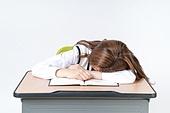 누끼, 흰색배경 (흰색), 한국인, 공부, 교육 (주제), 여학생, 십대 (인간의나이), 학교생활, 잠 (휴식), 피로 (물체묘사)