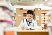 고등학생, 교복, 도서관, 책, 공부, 학생, 집중, 공부 (움직이는활동), 남학생, 십대소년 (남성), 미소, 만족