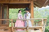 커플, 한복, 전통의상, 한옥 (한국전통), 난간 (건축특징)