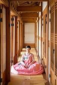 여성, 한옥 (한국전통), 전통문화, 한복, 한국명절 (한국문화), 앉기 (몸의 자세)