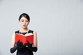 여성, 블랙프라이데이, 드레스 (의복), 레트로스타일 (컨셉), 책, 읽기 (응시)