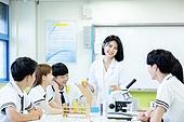 고등학생, 실험실 (연구소), 과학실험 (사건), 교복, 중고등학교 (학교건물), 십대 (인간의나이), 교사 (교육직), 설명, 학교과학실험 (과학)