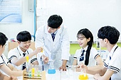 고등학생, 실험실 (연구소), 과학실험 (사건), 교복, 중고등학교 (학교건물), 십대 (인간의나이), 교사 (교육직), 학교과학실험 (과학)
