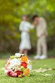 결혼 (사건), 스몰웨딩, 정원, 꽃, 부케, 결혼식, 신랑, 신부 (결혼식역할), 프로포즈, 키스 (입사용)