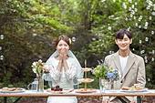 결혼 (사건), 스몰웨딩, 정원, 행복, 미소, 결혼식, 신랑, 신부 (결혼식역할), 손으로입가리기 (가리기)