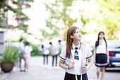 고등학생, 학교건물 (교육시설), 십대 (인간의나이), 등하교 (움직이는활동), 학교생활, 미소, 여학생, 아침