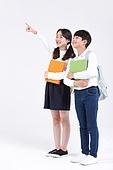 초등학생, 어린이 (인간의나이), 누끼, 교육 (주제), 공부, 등하교 (움직이는활동), 포인팅 (손짓), 다이렉팅 (제스처)