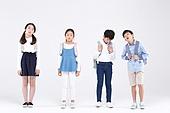 초등학생, 어린이 (인간의나이), 누끼, 교육 (주제), 공부, 등하교 (움직이는활동), 스트레스, 피로 (물체묘사), 역경 (컨셉)