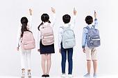 어린이 (인간의나이), 초등학생, 누끼, 한국인, 교육 (주제), 공부, 글씨쓰기 (움직이는활동), 뒷모습 (뷰포인트)