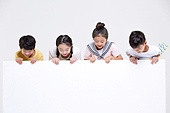 어린이 (인간의나이), 초등학생, 누끼, 판 (인조물건), 메시지 (정보매체), 응시 (감각사용)