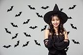 여성, 할로윈 (홀리데이), 마녀, 코스튬, 박쥐, 패턴, 팔짱[혼자] (몸의 자세), 미소