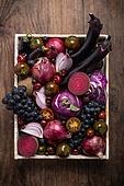백그라운드, 컬러, 보라, 과일, 채소, 음식, 음식재료, 채식 (음식), 레이아웃, 목재 (재료), 스페인양파 (양파), 양배추, 토마토, 베리 (과일), 블루베리, 비트, 방울토마토, 가지 (채소), 포도, 고추, 쟁반 (주방용품)