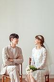 신랑, 신부 (결혼식역할), 결혼 (사건), 웨딩드레스 (드레스), 마주보기 (위치묘사), 미소