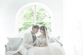 신랑, 신부 (결혼식역할), 결혼 (사건), 웨딩드레스 (드레스), 미소, 베일 (액세서리)