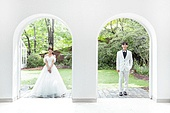 신랑, 신부 (결혼식역할), 결혼 (사건), 웨딩드레스 (드레스), 미소, 정원
