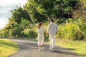 커플 (인간관계), 데이트, 커플, 사랑 (컨셉), 이성커플, 한국인, 대학생, 함께함 (컨셉), 행복, 로맨틱 (움직이는활동), 로맨스, 청년커플 (동성커플), 라이프스타일, 손잡기, 파트너십 (팀워크), 걷기 (물리적활동), 뒷모습 (뷰포인트)