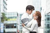 커플, 데이트, 한국인, 동양인 (인종), 도시, 20-29세 (청년), 로맨스, 로맨틱, 사랑 (컨셉), 스킨십, 두명, 포옹 (홀딩)