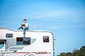 남성, 캠핑, 캠핑트레일러 (트레일러), 혼자여행 (여행), 책, 읽기 (응시)