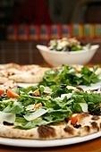 피자,샐러드,상차림