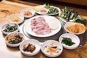 돼지고기,구이,목살,생고기,상차림