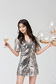 여성, 블랙프라이데이, 드레스 (의복), 미소, 샴페인 (와인), 파티, 들어올리기 (물리적활동)