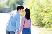 남성, 여성, 커플 (인간관계), 서울 (대한민국), 한강공원 (서울), 데이트, 손잡기 (홀딩), 키스