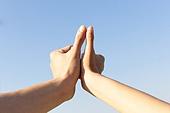 남성, 여성, 커플 (인간관계), 데이트, 손잡기 (홀딩), 사람손 (주요신체부분), 엄지손가락 (손가락)