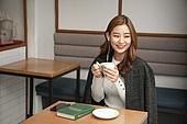 카페, 한국인, 커피 (뜨거운음료), 마시기, 차 (뜨거운음료), 대학생, 커피숍