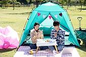 남성, 여성, 커플 (인간관계), 한강공원 (서울), 텐트, 데이트, 식사, 배달음식, 박수, 미소