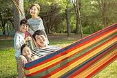 가족, 자식두명과가족 (자식), 캠핑 (아웃도어), 해먹, 미소, 즐거움