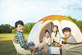 여성, 캠핑 (아웃도어), 미소, 엄마, 텐트, 자식두명과가족 (자식), 즐거움