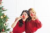 여성, 크리스마스, 친구, 미소, 즐거움, 크리스마스오너먼트 (크리스마스데코레이션), 어깨동무