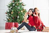 여성, 크리스마스, 친구, 미소, 즐거움, 크리스마스오너먼트 (크리스마스데코레이션), 등맞대기