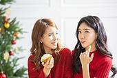 여성, 크리스마스, 친구, 미소, 즐거움, 핥기 (입사용), 호기심, 시식 (입사용)