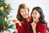 여성, 크리스마스, 친구, 미소, 즐거움, 눈감음 (정지활동)