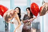 여성, 파티, 연말파티, 드레스, 즐거움, 친구 (컨셉), 하트 (컨셉심볼), 헬륨풍선
