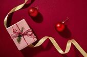 백그라운드, 오브젝트 (묘사), 탑앵글, 크리스마스, 크리스마스오너먼트 (크리스마스데코레이션), 스튜디오촬영 (실내), 실내, 빨강, 선물상자, 리본 (봉제도구), 크리스마스선물, 겨울, 선물 (인조물건)