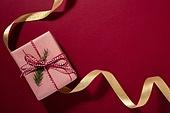 백그라운드, 오브젝트 (묘사), 탑앵글, 크리스마스, 크리스마스오너먼트 (크리스마스데코레이션), 스튜디오촬영 (실내), 실내, 빨강, 카피스페이스, 선물상자, 크리스마스선물, 리본 (봉제도구), 선물 (인조물건), 겨울