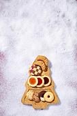 백그라운드, 오브젝트 (묘사), 탑앵글, 크리스마스, 크리스마스오너먼트 (크리스마스데코레이션), 스튜디오촬영 (실내), 실내, 눈 (얼어있는물), 눈가루, 겨울, 계절, 쿠키, 크리스마스트리, 카피스페이스, 디저트