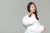 패딩, 롱패딩, 한국인, 동양인 (인종), 따뜻한옷 (옷), 아름다운사람, 한명, 패션, 웃음 (얼굴표정)