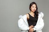 패딩, 롱패딩, 한국인, 동양인 (인종), 따뜻한옷 (옷), 아름다운사람, 한명, 패션, 패션모델 (직업)