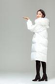 패딩, 롱패딩, 한국인, 동양인 (인종), 따뜻한옷 (옷), 아름다운사람, 한명, 제스처, 받음 (움직이는활동)