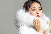 한국인, 동양인 (인종), 패딩, 롱패딩, 재킷 (외투), 따뜻한옷 (옷), 겨울, 외투, 미녀 (아름다운사람), 패션, 도도함 (컨셉)