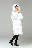 한국인, 동양인 (인종), 패딩, 롱패딩, 재킷 (외투), 따뜻한옷 (옷), 겨울, 외투, 차가움 (컨셉), 미녀 (아름다운사람), 한파, 패션