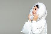 한국인, 동양인 (인종), 패딩, 롱패딩, 재킷 (외투), 따뜻한옷 (옷), 겨울, 외투, 차가움 (컨셉), 미녀 (아름다운사람), 한파, 패션, 응시 (감각사용)