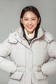 한국인, 동양인 (인종), 패딩, 롱패딩, 재킷 (외투), 따뜻한옷 (옷), 겨울, 외투, 미녀 (아름다운사람), 패션, 웃음 (얼굴표정)